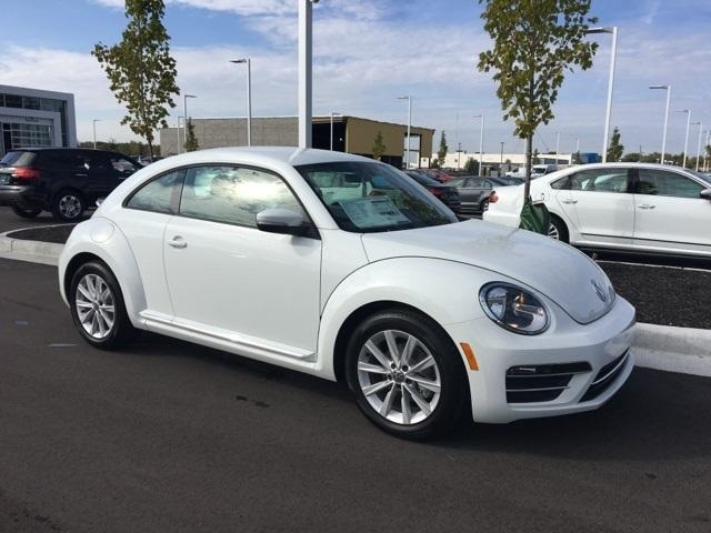 new 2017 volkswagen beetle 1 8t se 2d hatchback in avon v17055 andy mohr volkswagen. Black Bedroom Furniture Sets. Home Design Ideas